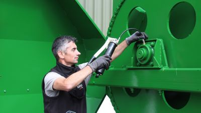 Greasing a KEENAN diet feeder