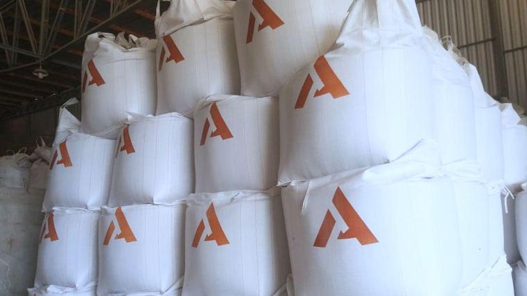 pilha de big bags no barracão
